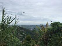 小山侧视图在槟榔岛,马来西亚 免版税库存照片