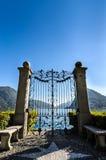 小山包围的平静的Lugano湖全景在瑞士 库存图片