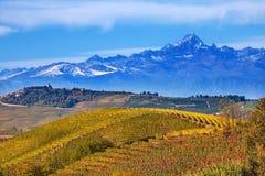 小山和山在山麓,意大利 图库摄影