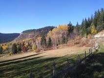 小山在秋天 库存图片