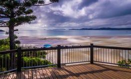 小山在Whitsunday海岛,澳大利亚的入口监视 免版税图库摄影