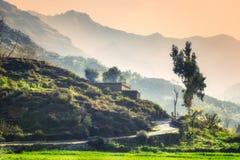 小山拍打的巴基斯坦村庄 免版税库存图片