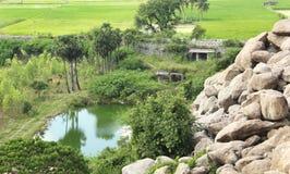 小山用米调遣风景 免版税库存图片