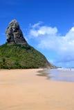 小山的上面在费尔南多・迪诺罗尼亚群岛 库存图片