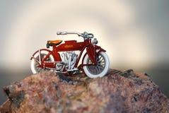 小山的上面-印地安摩托车 免版税库存照片