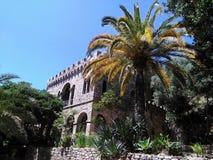 小山的中世纪城堡 免版税库存图片