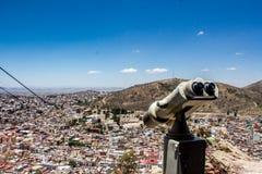 从小山的城市视图 库存照片