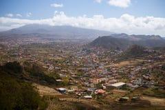 小山的城镇 免版税库存图片
