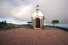 小山的教堂在日落 库存照片