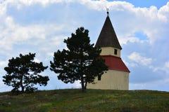 小山的教堂,受难象 图库摄影