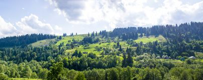 小山的村庄 库存图片