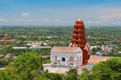 小山的泰国塔 免版税库存图片