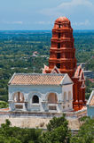 小山的泰国塔 免版税图库摄影