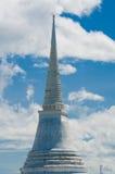 小山的泰国塔 免版税库存照片
