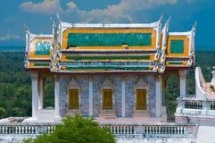 小山的泰国教会 免版税库存照片