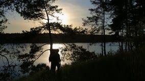 小山的男性远足者 影视素材