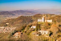 小山的看法蒙泰基奥马焦雷(威岑扎,意大利) 免版税图库摄影