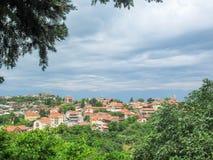 小山的西格纳吉美丽如画的镇,有阿拉扎尼河谷和格鲁吉亚高加索的看法,乔治亚 库存图片