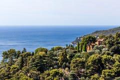 小山的议院在彻特d ` Azur,法国 库存照片