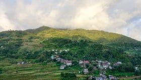 小山的许多房子在Banaue镇在Ifugao,菲律宾 免版税库存照片