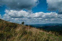 从小山的风景视图 免版税库存图片