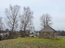 小山的,立陶宛老教堂 免版税图库摄影