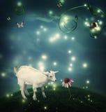 小山羊在有蜗牛和蝴蝶的幻想小山顶 库存图片