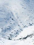 小山背景与雪纹理冬天风景的 库存图片