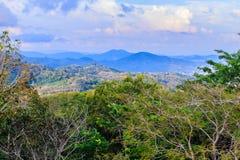 从小山酸碱度的大菩萨的美好的全景山景 免版税库存图片