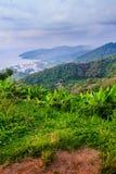 从小山酸碱度的大菩萨的美好的全景山景 免版税图库摄影