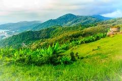 从小山酸碱度的大菩萨的美好的全景山景 库存图片