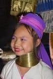 小山长的脖子部落妇女 库存照片
