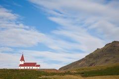 小山顶的海岛教会 免版税库存图片