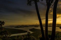从小山顶的顶视图日落时间的 免版税库存图片