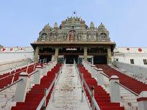 小山顶面印度寺庙 免版税库存照片