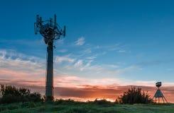 小山顶面塔 免版税图库摄影