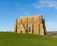 小山Abbotsbury多西特英国英国教会的教堂在小山顶部 免版税库存照片