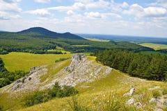 从小山Jelenia hora的看法在周围 免版税库存照片