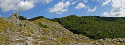 从小山Jelenia hora的panoramatic看法在周围 库存照片