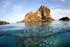 小岛在日本海 免版税库存照片