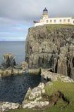 小岛灯塔neist点苏格兰skye 免版税库存图片