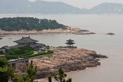 小岛putuoshan寺庙 免版税库存图片