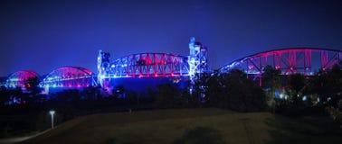 小岩城--岩石海岛桥梁夜 免版税库存图片