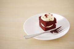 小巧克力蛋糕精美片断与浅景深的 免版税库存图片
