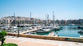 小帆船和游艇靠码头在比雷埃夫斯,希腊港  图库摄影