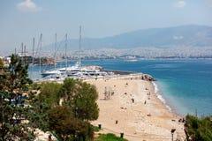 小帆船和游艇靠码头在比雷埃夫斯,希腊港  库存照片