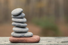 小平衡的堆岩石 免版税图库摄影