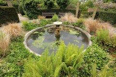小庭院喷泉 免版税库存图片