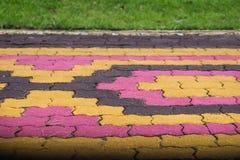 小径颜色和形状砖阻拦cemen水泥纹理backg 库存图片