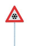 小心、雪或者冰路标,前面被隔绝的,溜滑冰冷的危险的冬天交通,降雪冒险警告路标,黑雪花 免版税库存照片